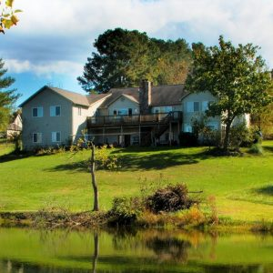 Vanquility Acres Inn & Peaksview Cottages